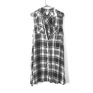 BLACK AND WHITE PLAID COUNTRY DRESS